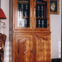 bookcase_display_cabinet_grapes_motif