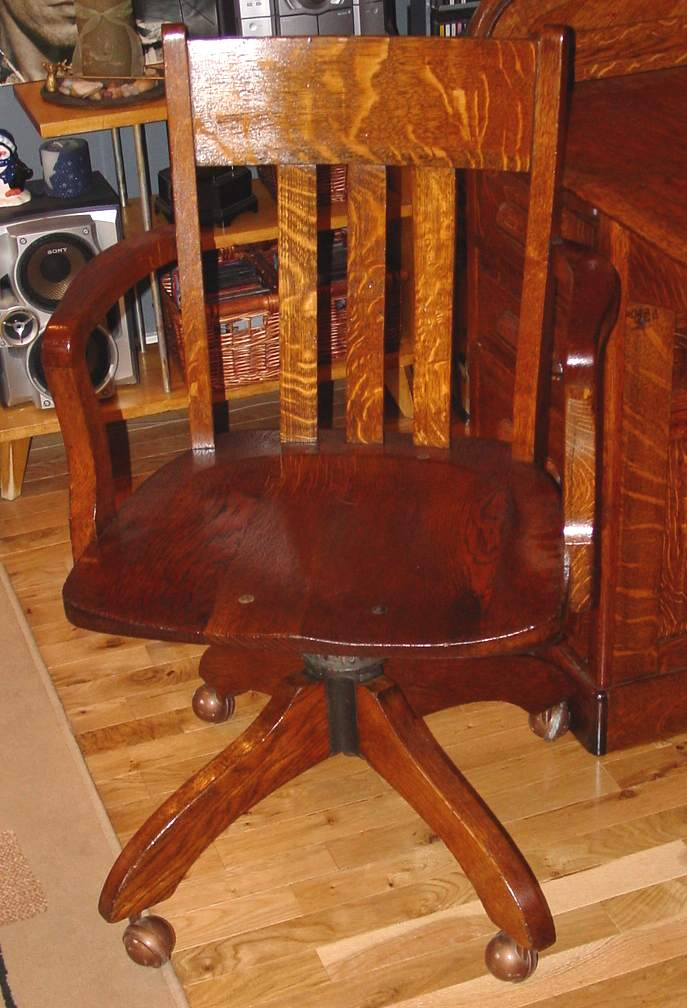 Ordinaire ... Roll Top Desk Chair After (89503 Bytes)